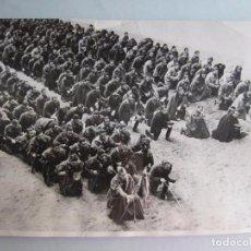 Fotografía antigua: 1936-MISA SOLDADOS EN BURGOS.FRANCO.GUERRA CIVIL ESPAÑA.FOTO ORIGINAL.GRANDE 23X17 CM. Lote 151546229