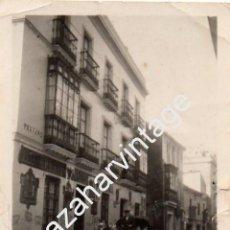 Fotografía antigua: SEVILLA, 1936, RIADA , CALLE TRAJANO, MAGNIFICA, 60X86MM. Lote 64991435