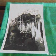 Fotografía antigua: FOTO FOTOGRAFIA DE LA SEMANA SANTA DE SEVILLA HERMANDAD DE LA CENA VIRGEN DEL SUBTERRANEO. Lote 66286582