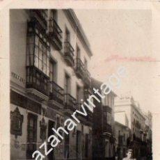 Fotografía antigua: SEVILLA, 1936, RIADA , CALLE TRAJANO, MAGNIFICA, 60X86MM. Lote 67185137