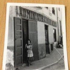 Fotografía antigua: ANTIGUA FOTOGRAFIA ADMINISTRACION DE LOTERIA AYORA VALENCIA. Lote 67389109