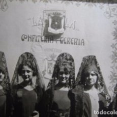Fotografía antigua: FOTOGRAFÍA ACTO CONFITERÍA Y CERERIA LA PERLA. PROVEDOR DE LA CASA REAL ALFONSO XIII. Lote 67734837