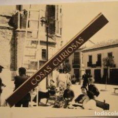 Fotografía antigua: FOTOGRAFIA ARANDA DE DUERO BURGOS ?? PLAZA - AÑOS 1940/50 MIRA OTRAS SIMILARES. Lote 68621537