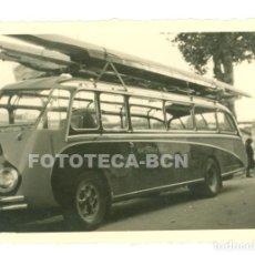 Fotografía antigua: FOTO ORIGINAL AUTOBUS AUTOCAR ACRISTALADO AÑOS 50 - 9X6 CM. Lote 69375077