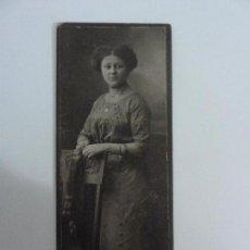 Fotografia antica: FOTOGRAFÍA EN CARTÓN. MUJER. SELLO ATELIER. . Lote 69416649