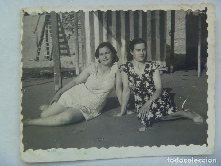 O Similar Señoras La Años Foto PlayaBañador De En 40 HIED29YW