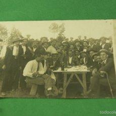 Fotografía antigua: POSTAL FOTOGRAFICA COMILONA CAMPESTRE ANIMADA. Lote 73691407