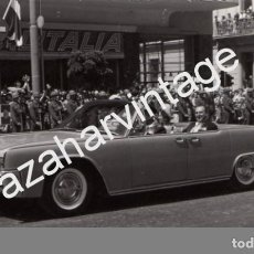 Fotografía antigua: ATENAS, 1962, COMITIVA REAL , BODA DE DON JUAN CARLOS Y DOÑA SOFIA, RARISIMA,140X86MM. Lote 74571115
