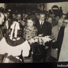 Fotografía antigua: DON JUAN CARLOS DE BORBÓN Y DOÑA SOFÍA.. Lote 74665847
