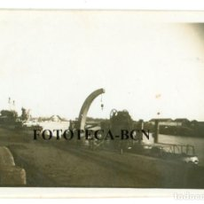 Fotografía antigua: FOTO ORIGINAL SEVILLA RIO GUADALQUIVIR PUENTE DE SAN TELMO BARCO AÑOS 40/50 - 6X4 CM. Lote 74694711