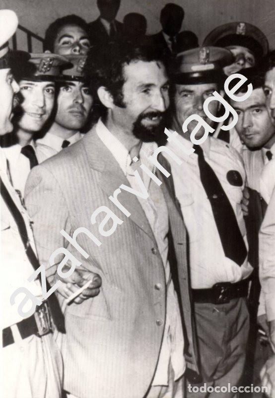 SEVILLA, 1973, DETENCION DEL LUTE, POLICIA ARMADA, 130X180MM (Fotografía Antigua - Fotomecánica)