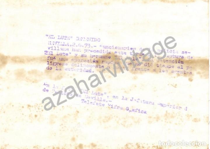 Fotografía antigua: SEVILLA, 1973, DETENCION DEL LUTE, POLICIA ARMADA, 130X180MM - Foto 2 - 75533351