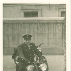 Fotografía antigua: FOTO ORIGINAL MOTO MOTOCICLETA SANGLAS CRUZ ROJA EJERCITO MILITAR SOLDADO ESPAÑA - 13X8 CM. Lote 75666307