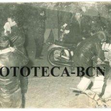 Fotografía antigua: FOTO ORIGINAL PRUEBA DEPORTIVA RALLY RALLYE MOTO MOTOCICLETA SCOOTER VESPA - ALGUERSUARI 18X12 CM. Lote 75724203