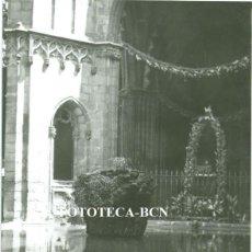 Fotografía antigua: FOTO ORIGINAL CATEDRAL DE BARCELONA FESTIVIDAD DEL CORPUS AÑO 1962 - 10,5X7,5 CM. Lote 76600115