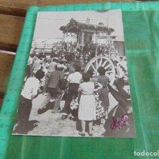 Fotografía antigua: FOTO FOTOGRAFIA DE EL ROCIO VIRGEN ALMONTE HUELVA POR LAS CALLES DE LA ALDEA SIMPECADO. Lote 76969693