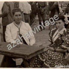 Fotografía antigua: DOS HERMANAS, 1949, ROMERIA DE VALME, 76X56MM. Lote 77211241