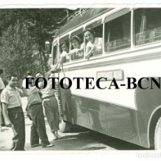 Fotografía antigua: FOTO ORIGINAL AUTOBUS AUTOCAR COMPAÑIA JULIA UNA PARADA EN EL CAMINO - 10X7 CM. Lote 77233913