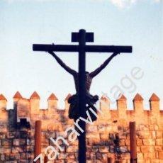 Fotografía antigua: SEMANA SANTA DE SEVILLA, 1990, PASO CRISTO HERMANDAD DE LOS ESTUDIANTES, 100X150MM. Lote 77996593