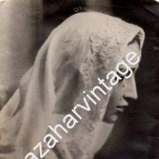 Fotografía antigua: SEMANA SANTA DE SEVILLA, ANTIGUA FOTOGRAFIA DE LA AMARGURA VESTIDA DE MANTILLA, 105X150MM. Lote 78540937