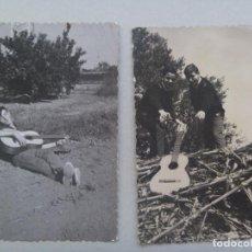 Fotografía antigua: LOTE DE 2 FOTOS DE JOVENES Y UNA GUITARRA. AÑOS 60. Lote 79059193