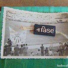 Fotografía antigua - FOTO FOTOGRAFIA EQUIPO JUGADORES DE FUTBOL BETIS ?? SEVILLA?? CAMPO DE FUTBOL - 79990069