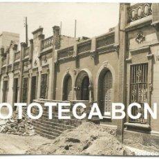 Fotografía antigua: FOTO ORIGINAL CALLE EN OBRAS POSIBLEMENTE BARCELONA AÑOS 60 CASA ANTIGUAS MODERNISMO - 10,5X7,5 CM. Lote 81090216