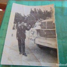 Fotografía antigua: FOTO FOTOGRAFIA ANTIGUO AUTOBUS CON LOS VIAJEROS. Lote 81772728