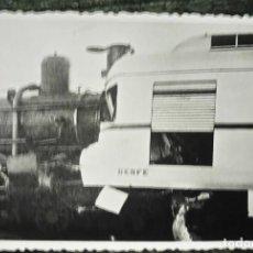 Fotografía antigua: ANTIGUA FOTOGRAFÍA. CHOQUE DE TREN. ESTACIÓN ZARAGOZA - SEPULCRO. AÑO 1956. FOTO FERROCARRIL. . Lote 83121008