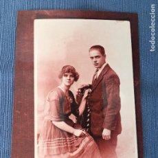 Fotografía antigua: FOTOGRAFÍA DE UNA VIEJA FOTOGRAFÍA DE ALBUM FAMILIAR CREO QUE INGLESA . Lote 83752596