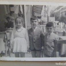 Fotografía antigua: FOTO DE NIÑOS EN LA FERIA DE CADIZ , AÑOS 50. Lote 84727000