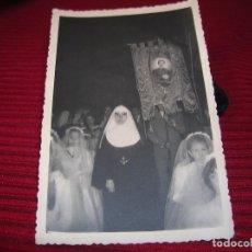 Fotografía antigua: MUY BONITA FOTOGRAFIA DE PROCESIÓN .OLIVARES FOTÓGRAFO.MADRID. Lote 85425576