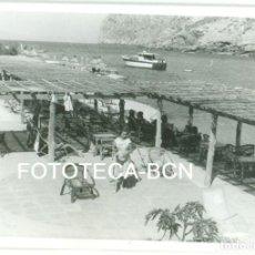 Fotografía antigua: FOTO ORIGINAL CHIRINGUITO RESTAURANTE PLAYA CALA SAN VICENTE POLLENSA PALMA DE MALLORCA AÑO 1962. Lote 85710088