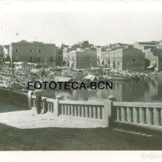 Fotografía antigua: FOTO ORIGINAL L'ESCALA LA ESCALA PUERTO BARCAS PESCADORES COSTA BRAVA GIRONA AÑO 1936 - 8X5,5 CM. Lote 85738488