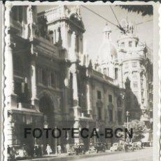 Fotografía antigua: FOTO ORIGINAL AYUNTAMIENTO VALENCIA AÑO 1949 - 8X5,5 CM. Lote 85795448