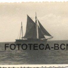 Fotografía antigua: FOTO ORIGINAL PASO DRAGONERA BARCO VELERO TRADICIONAL PALMA DE MALLORCA AÑO 1948 - 8X6 CM. Lote 85795964