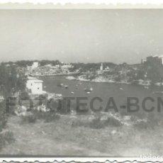 Fotografía antigua: FOTO ORIGINAL BAHIA DE PORTO CRISTO BARCAS PESCADORES PALMA DE MALLORCA BALEARES AÑO 1948 - 8X5,5 CM. Lote 85823400