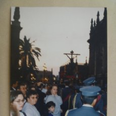 Fotografía antigua: SEMANA SANTA DE SEVILLA : PASO DE CRISTO CRUCIFICADO, BANDA DE MUSICA, ETC. Lote 85918500