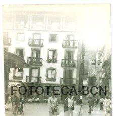Fotografia antiga: FOTO ORIGINAL ZARAUTZ ZARAUZ PLAZA DE LA MUSICA EUSKADI AÑO 1962 - 10X7 CM. Lote 86188308