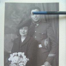 Fotografía antigua: FOTO DE ESTUDIO DE BODA SARGENTO INFANTERIA, 1945 . DE SERRANO , SEVILLA .... 24 X 34 CM. Lote 86558180