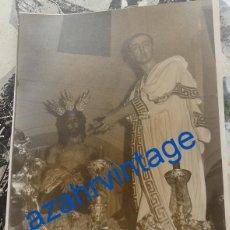 Fotografía antigua: SEMANA SANTA SEVILLA,ANTIGUA FOTOGRAFIA PASO MISTERIO HERMANDAD DE SAN BENITO, 120X170MM. Lote 86629512