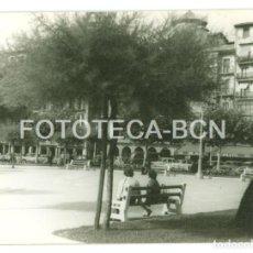 Fotografía antigua: FOTO ORIGINAL PLAZA DEL CASTILLO PAMPLONA AÑO 1962 - 10X7 CM. Lote 86635728