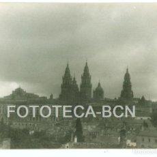 Fotografía antigua: FOTO ORIGINAL VISTA DE SANTIAGO DE COMPOSTELA CATEDRAL AÑO 1962 - 10X7 CM. Lote 86722984