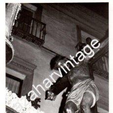 Fotografía antigua: SEMANA SANTA SEVILLA, 1973, STMO.CRISTO DE BURGOS, 76X110MM. Lote 87152728
