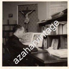Fotografía antigua: ESPECTACULAR FOTOGRAFIA ORIGINAL AUTOGRAFIADA DEL PADRE RAMON CUE, COMPOSTELA,1959,180X240MM. Lote 88603708