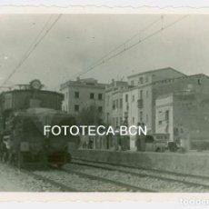 Fotografía antigua: FOTO ORIGINAL TREN LOCOMOTORA RENFE POSIBLEMNTE UNA 7507 EN EL MARESME VIAJE INAUGURAL AÑOS 40. Lote 89195856