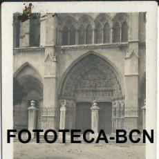 Fotografía antigua: FOTO ORIGINAL CATEDRAL DE LEON PUERTA LATERAL AÑO 1918 - 6X4 CM. Lote 89388352