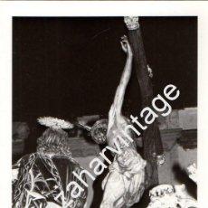 Fotografía antigua: SEMANA SANTA SEVILLA, 1973, PASO MISTERIO HERMANDAD DE LA LANZADA,76X110MM. Lote 90368236