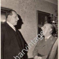 Fotografía antigua: MADRID, 1963, FRANCO Y DON JUAN DE BORBON EN EL BAUTIZO DE LA INFANTA ELENA, 115X180MM. Lote 91706015