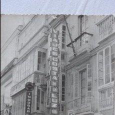 Fotografía antigua: ANTIGUA FOTOGRAFIA.VISTA DE CALLE COMERCIAL.FOTO JUMAN.CADIZ.1972. Lote 91766875